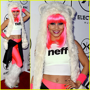 Vanessa Hudgens: Bright Pink Wig for Electric Run 2013!