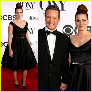Debra Messing & Will Chase - Tony Awards 2013 Red Carpet
