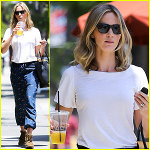 Emily Blunt: Tea Time at Alcove Cafe!