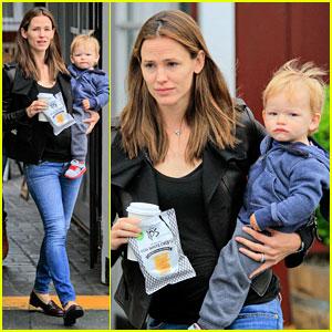 Jennifer Garner: Brentwood Country Mart Stop with Samuel