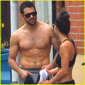 Jesse Metcalfe: Shirtless Ab Show with Cara Santana!