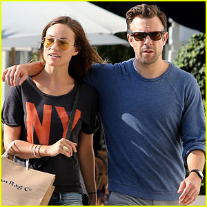 Olivia Wilde Preps for New Movie with Plaster & Garbage Bags!