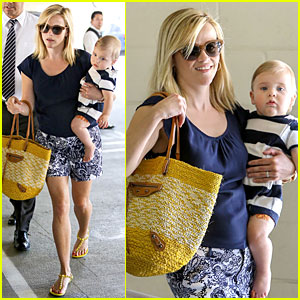 Reese Witherspoon: Doctor's Office Visit with Tennessee!
