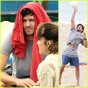 Adam Brody: Beach Volleyball Fun on 'The League' Set