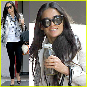 Demi Moore Works it Out at Yoga!