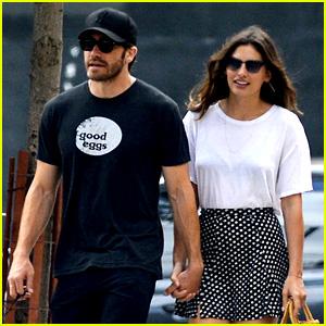 Jake Gyllenhaal & Alyssa Miller: Holding Hands!
