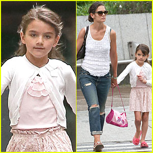 Katie Holmes: Outfit Change After Suri's Gymnastics Class!