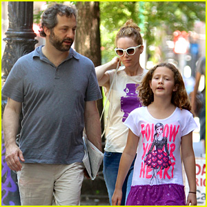 Leslie Mann & Judd Apatow: NYC Stroll with Iris!