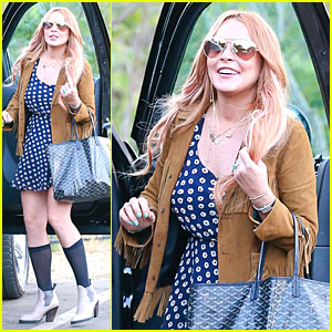 Lindsay Lohan Released From Rehab, Smiles While Leaving!