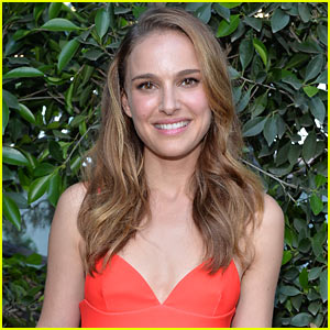 Natalie Portman: Directorial Debut with 'Tale of Love & Darkness'!
