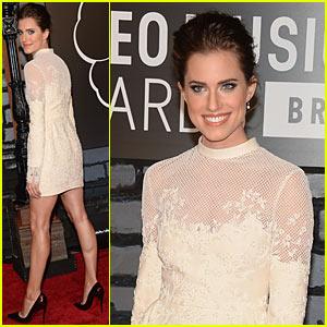 Allison Williams - MTV VMAs 2013 Red Carpet