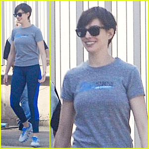 Anne Hathaway: Fit Body for Photo Shoot!