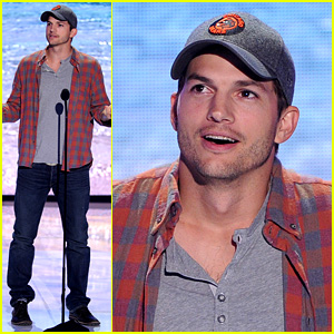Ashton Kutcher Wins 'Old Guy Award' at Teen Choice Awards!