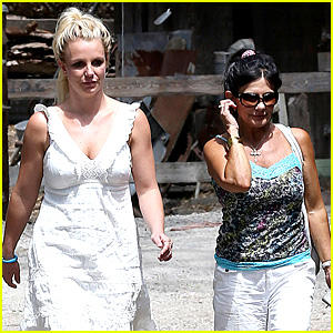 Britney Spears Lunches with David Lucado & Mom Lynne