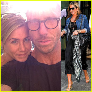 Jennifer Aniston's Hairstylist Shares Her Makeup Free Pic!