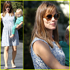 Jennifer Garner Shows Off Brand New Bangs!