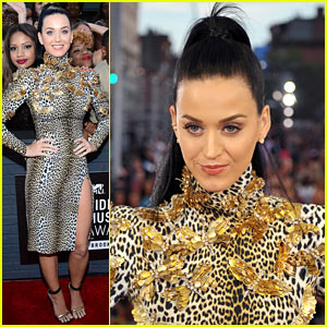 Katy Perry - MTV VMAs 2013 Red Carpet