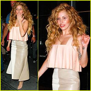 Lady Gaga Blows Kisses To Fans After Hard Working Day!