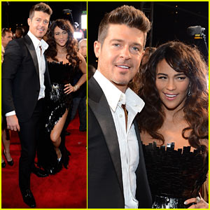 Robin Thicke: MTV VMAs 2013 Red Carpet with Paula Patton!
