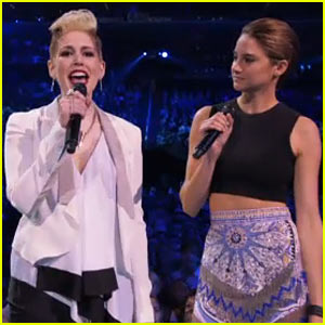 SNL's Vanessa Bayer Impersonates Miley Cyrus at VMAs 2013!