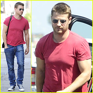 Benjamin McKenzie: Red Hot Lunch After Vegas Birthday Dinner!