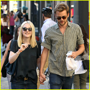 Dakota Fanning & Jamie Strachan Hold Hands in New York!