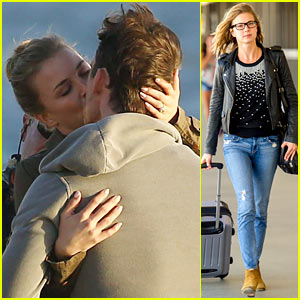 Emily VanCamp Kisses Barry Sloane for 'Revenge' Beach Scene