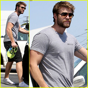 Liam Hemsworth Steps Out After January Jones Sexting Rumors | Liam ... Liam Hemsworth And January Jones