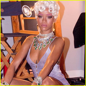 Rihanna: 'Pour it Up' Behind the Scenes Music Video Pictures!