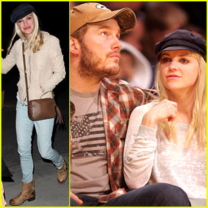 Anna Faris & Chris Pratt Cuddle Close for Lakers Victory!