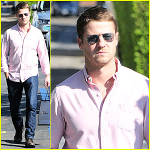 Ben McKenzie Signs Warner Brothers TV Deal!