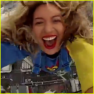 Beyonce Free Fall Jumps in New Zealand - Watch Her Trip Down!