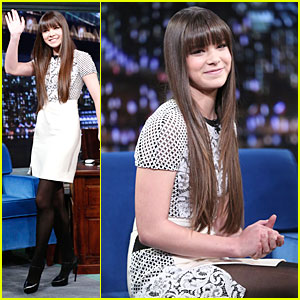 Hailee Steinfeld: Backstage at 'Jimmy Fallon' - Watch Now!