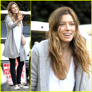 Jessica Biel: Autograph Signing on 'Shiva & May' Set!
