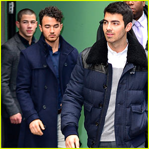 Jonas Brothers Break-Up: Nick, Joe, & Kevin Reunite to Explain on 'GMA'