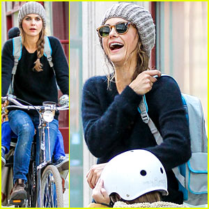 Keri Russell Laughs with River After Bike Ride!