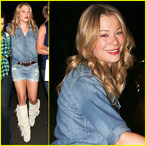 LeAnn Rimes: Girls Night Out at Oil Can Harry's!