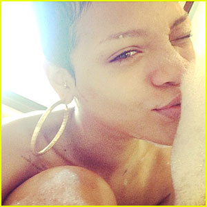Rihanna: Naked Bubble Bath Pics!
