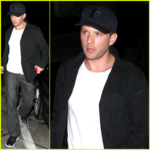 Ryan Phillippe's Deleted Gay Kiss Scene from '54' Leaks Online!