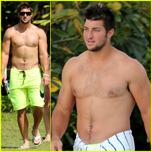 Tim Tebow: Shirtless Beach Stud in Hawaii!