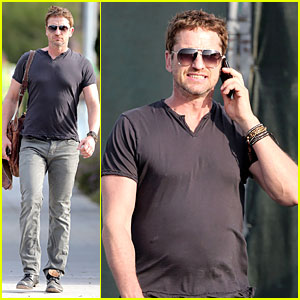 Gerard Butler Chats in L.A. After F1 Championships!