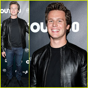 Jonathan Groff: Out100 Awards with 'Looking' Castmates!