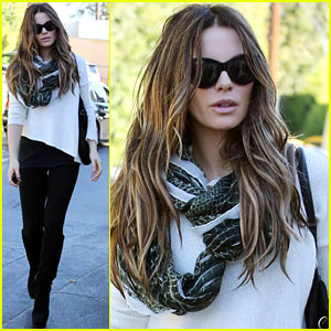 Kate Beckinsale In Talks for 'Disappointments Room'!