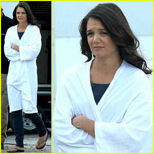 Katie Holmes Leaves Hair & Make-Up Trailer Looking Great!