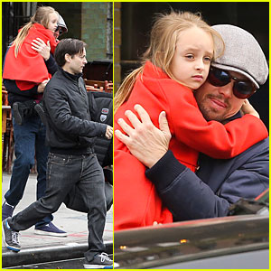 Leonardo DiCaprio Cares for Tobey Maguire's Daughter Ruby ...