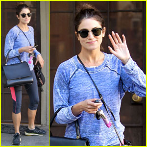 Nikki Reed: Pet Store Stop Before NYC Trip
