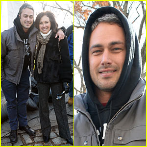 Taylor Kinney: Thanksgiving Day Parade with Mom Pamela!