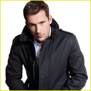 Revenge's Barry Sloane: 'Da Man'  Feature December/January 2014