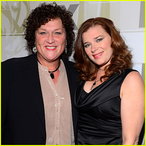 'Glee' Actress Dot-Marie Jones Marries Longtime Girlfriend