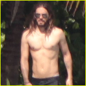 Jared Leto Spends the Weekend Shirtless in Mexico!